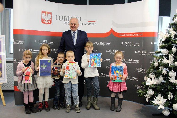 Ilustracja do informacji: Martyna Żarnowska, uczennica Szkoły Podstawowej nr 1 w Rzepinie, zwyciężyła w IV edycji Konkursu Wojewody Lubuskiego na kartkę świąteczną.