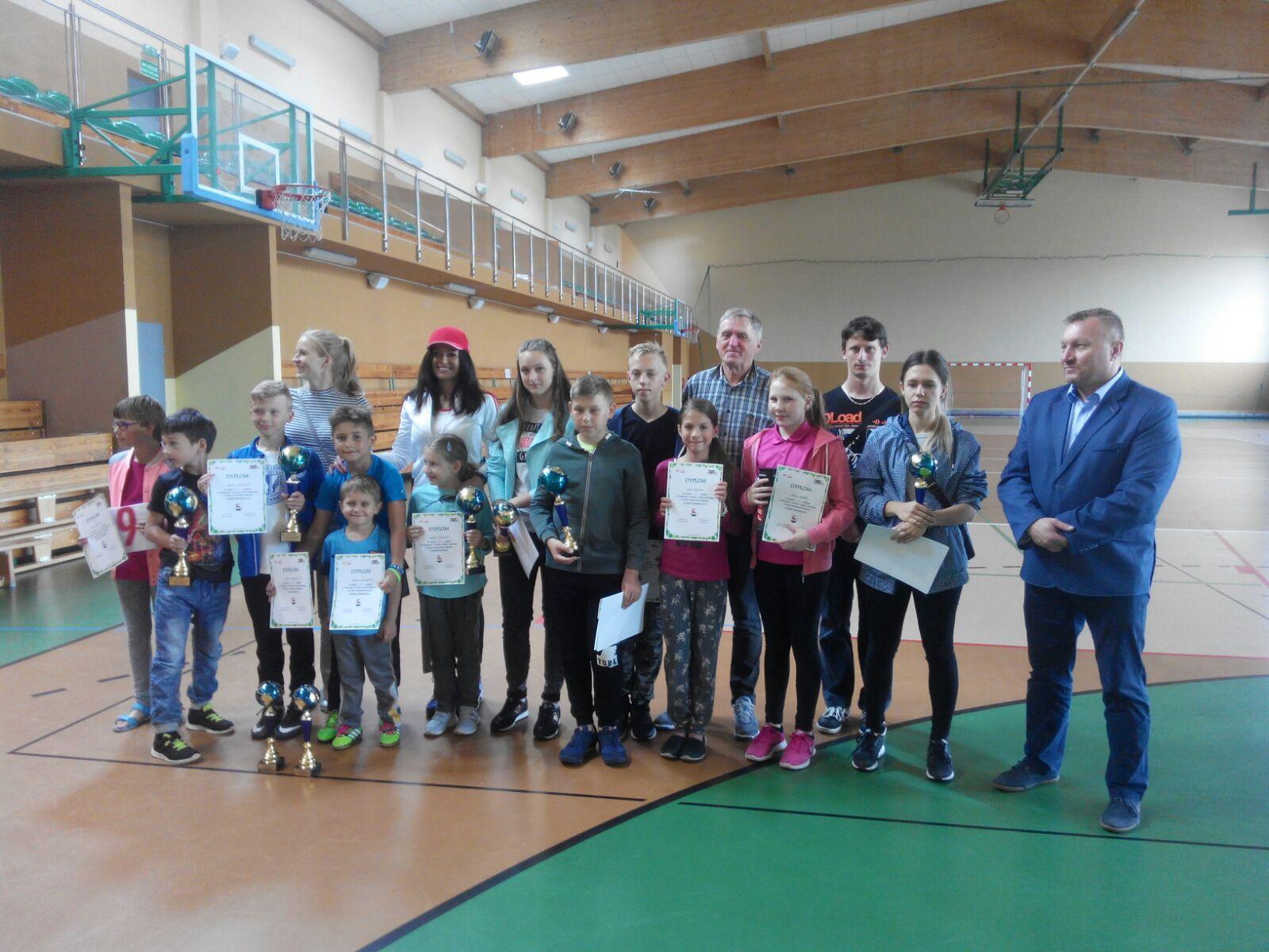 Ilustracja do informacji: Turnieje tenisa ziemnego o Puchar Burmistrza Rzepina.