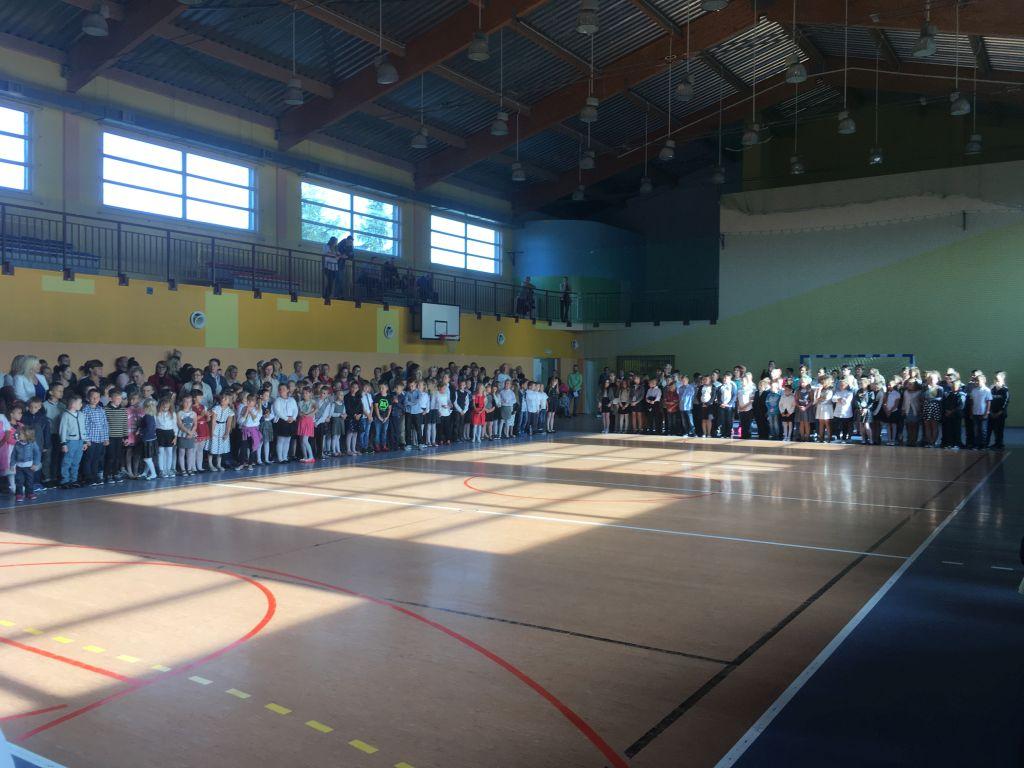 Ilustracja do informacji: Rozpoczęcie roku szkolnego w Kowalowie
