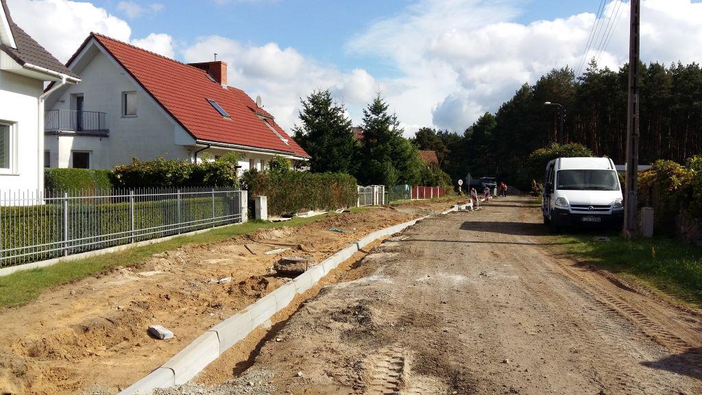 Ilustracja do informacji: Budujemy nowe drogi!