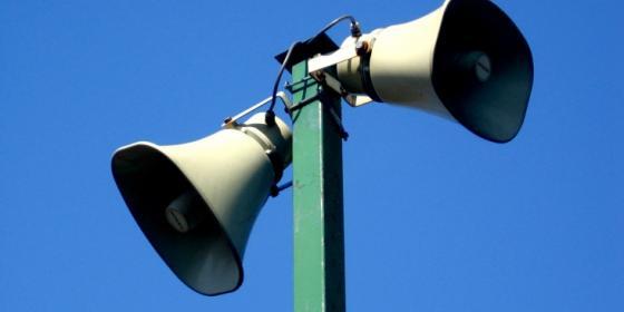 Ilustracja do informacji: Uwagę! Głośna próba syren alarmowych.