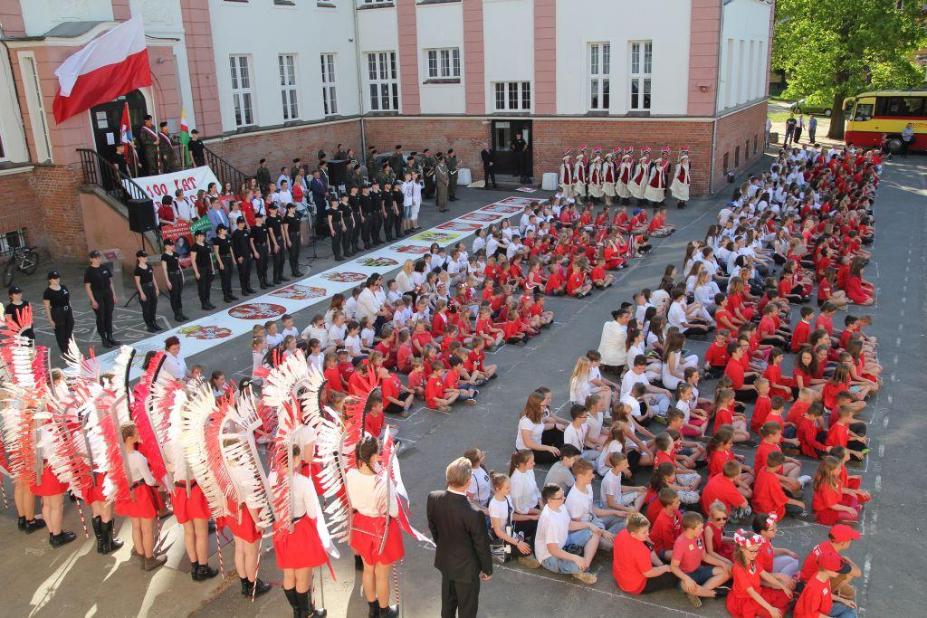 Ilustracja do informacji: Biało-czerwony Rzepin, czyli Narodowy Dzień Zwycięstwa.