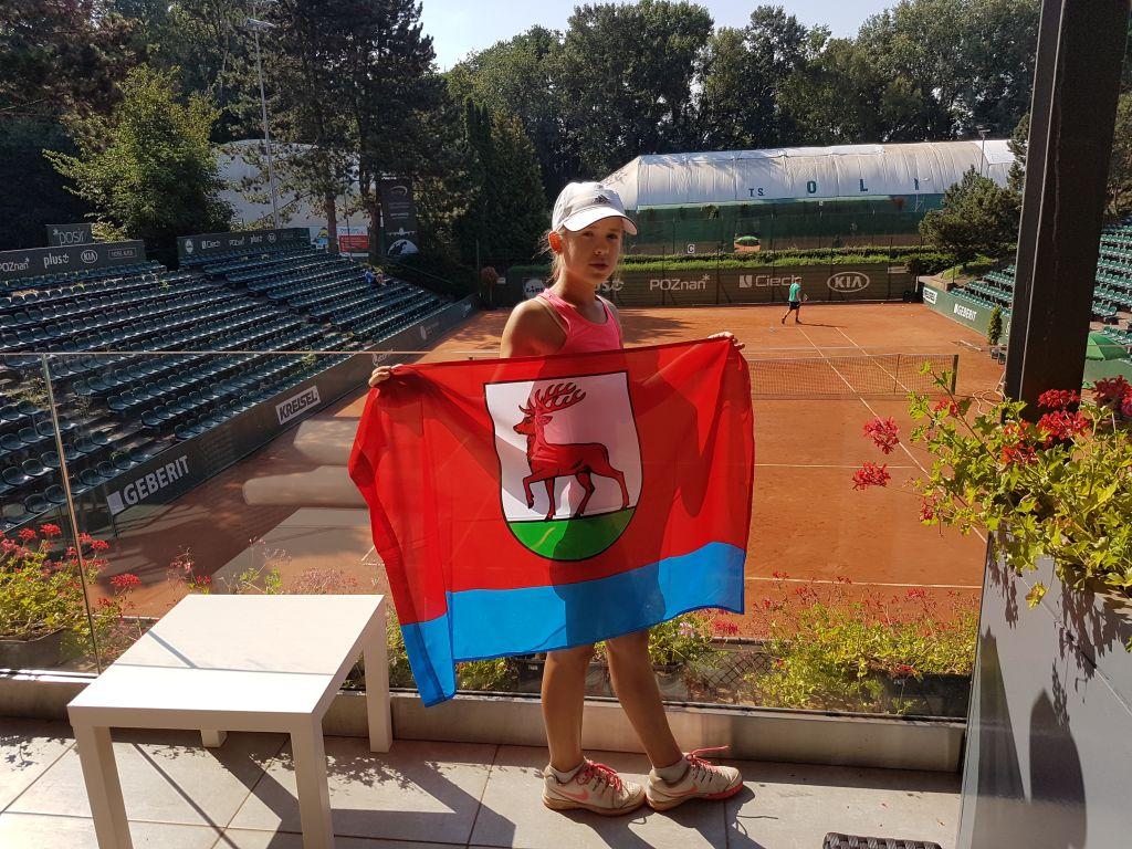 Ilustracja do informacji: Dominika Podhajecka w najlepszej ósemce Tennis Europe!