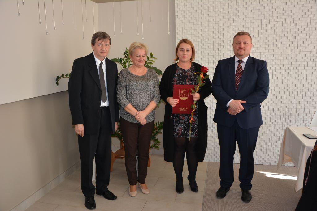 Ilustracja do informacji: Nagrodzono najbardziej zaangażowanych nauczycieli w naszej gminie