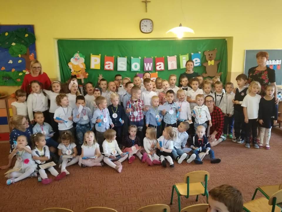 Ilustracja do informacji: Pasowanie maluchów na przedszkolaka Przedszkola Samorządowego nr 2 w Rzepinie.