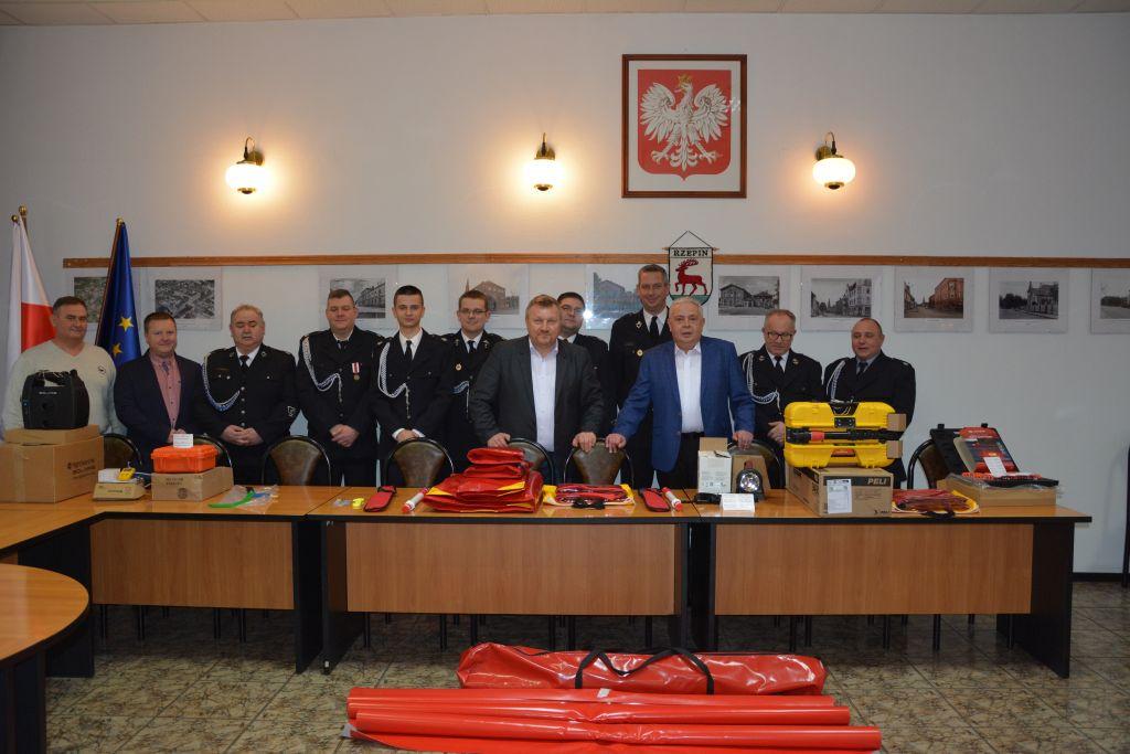 Ilustracja do informacji: Sprzęt ratowniczy za 34tys. zł dla strażaków ochotników z naszej gminy !