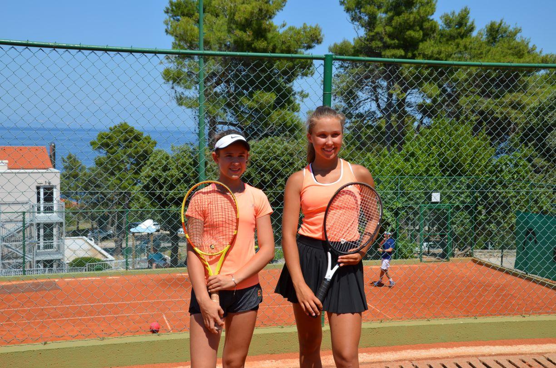 Ilustracja do informacji: Podium w debiucie Dominiki w Tennis Europe do lat 16 w Chorwacji!